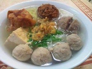 Indonesian_Meatballs_Bakso_Recipe-300x225